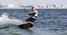 Alexandre Caizergues, le premier homme à franchir les 100 km/h sur l'eau
